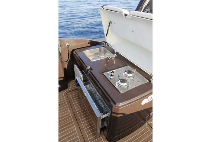 NUOVA JOLLY Prince 35 Sport Cabin Outboard - Bateau semi-rigide occasion 06 - Vente 134990 : photo 8